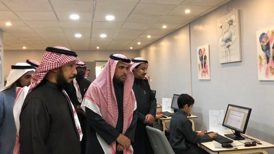 مدير تعليم حائل يفتتح مركز مصادر التعلم في المدرسة السعودية الابتدائية بحائل صحيفة تعليم حائل التربوية